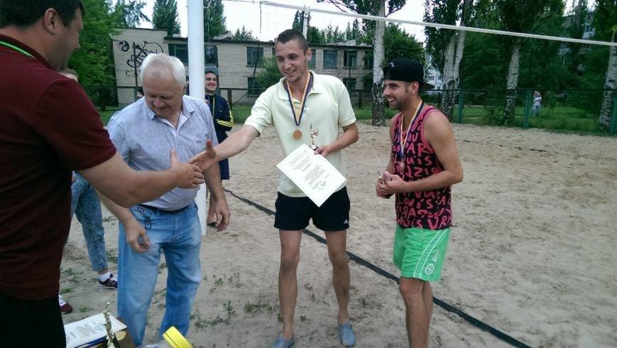 Турнир по пляжному волейболу в Димитрове прошел весело и интересно (фото) - фото 8