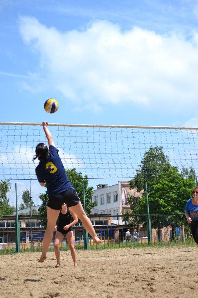 Турнир по пляжному волейболу в Димитрове прошел весело и интересно (фото) - фото 3