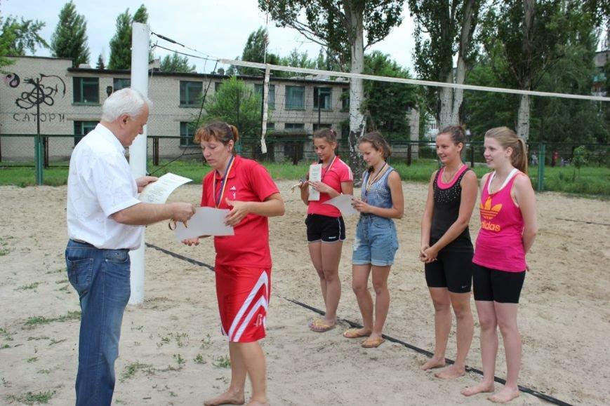 Турнир по пляжному волейболу в Димитрове прошел весело и интересно (фото) - фото 10