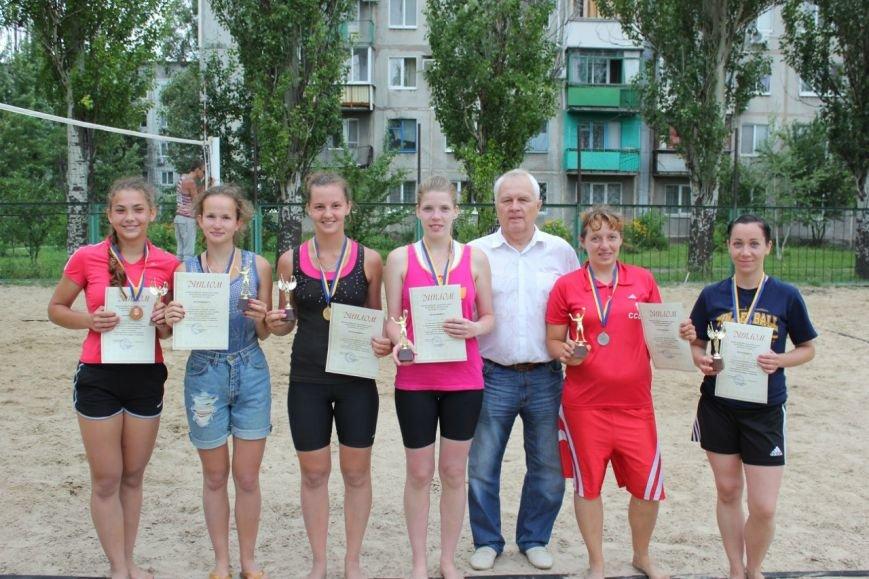 Турнир по пляжному волейболу в Димитрове прошел весело и интересно (фото) - фото 11