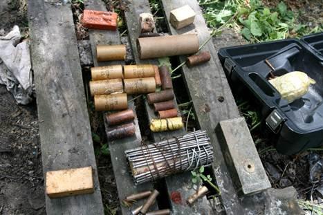 В Киеве СБУ нашла тайник со взрывчаткой и старинной иконой (ФОТО, ВИДЕО) (фото) - фото 1
