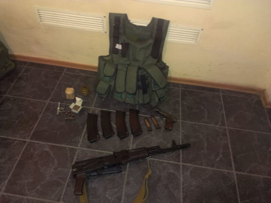 Красноармейские правоохранители и сотрудники ГАИ изъяли боеприпасы у военнослужащего на Михайловском блокпосту (фото) - фото 2