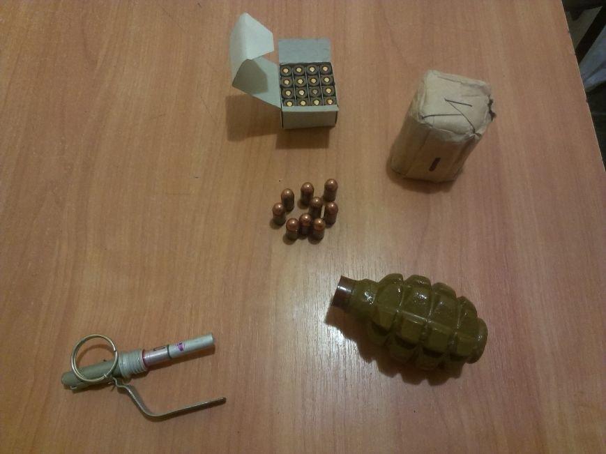 Красноармейские правоохранители и сотрудники ГАИ изъяли боеприпасы у военнослужащего на Михайловском блокпосту (фото) - фото 1