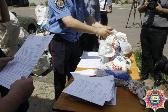 В Мариуполе состоялось публичное сожжение наркотиков. Более 100 мариупольцев привлечены к ответственности за зелье (ФОТО) (фото) - фото 1