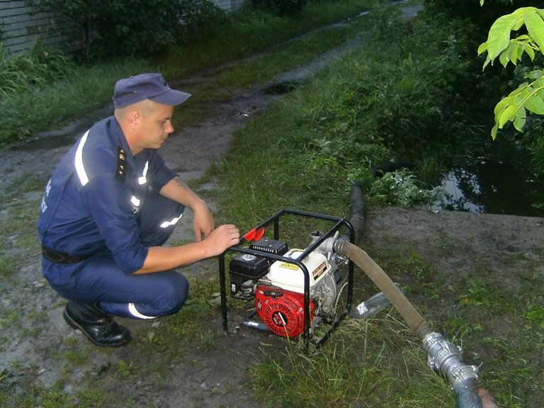 Світловодськ: рятувальники продовжують ліквідовувати наслідки негоди. ФОТО (фото) - фото 1