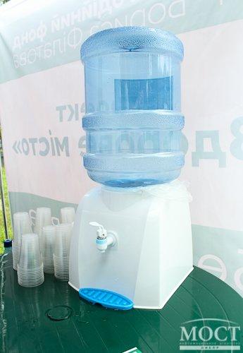 В Днепропетровске открыли пункты раздачи бесплатной воды (фото) - фото 3