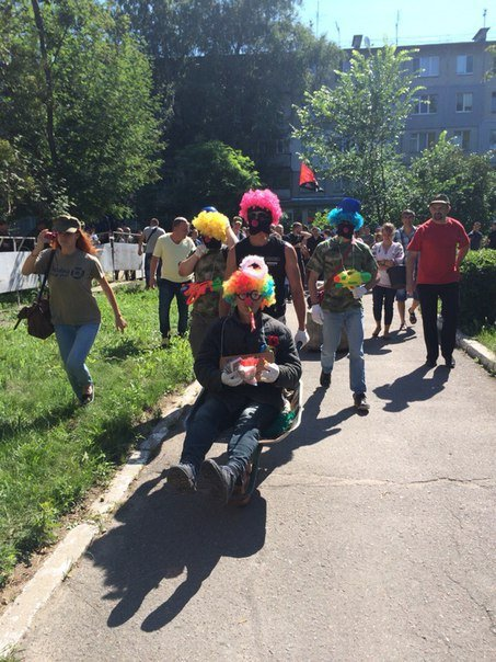 На суд к Кернесу приехали клоуны (ФОТО) (фото) - фото 1