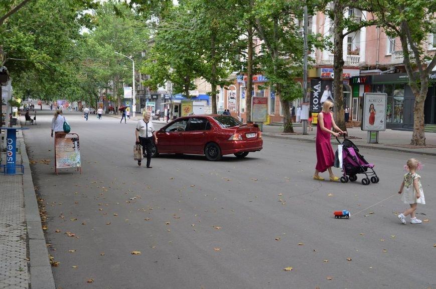 В Николаеве лихач припарковался посреди пешеходной улицы (ФОТО) (фото) - фото 4
