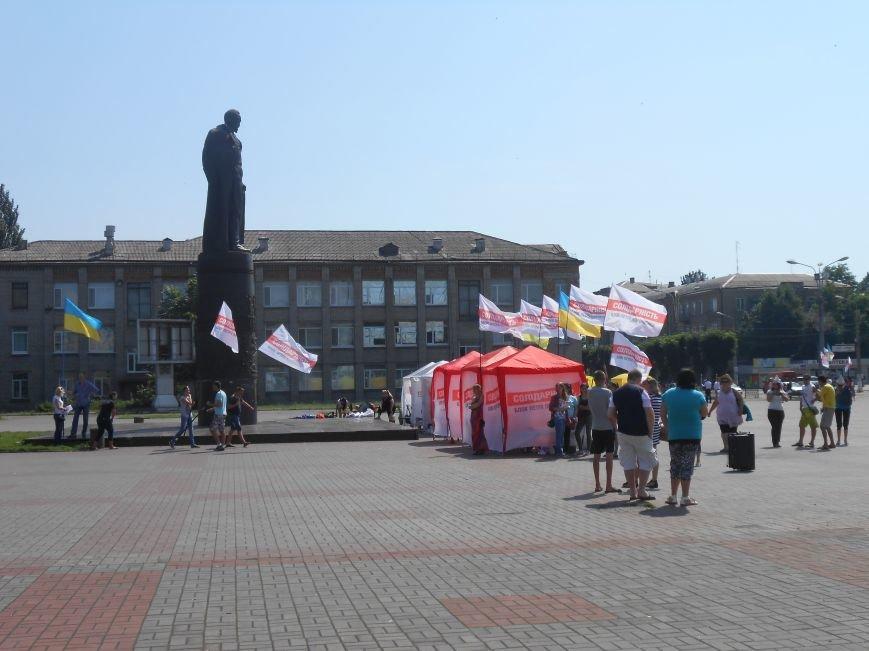 На митинге возле горсовета Днепродзержинска не обошлось без происшествий (фото) - фото 2