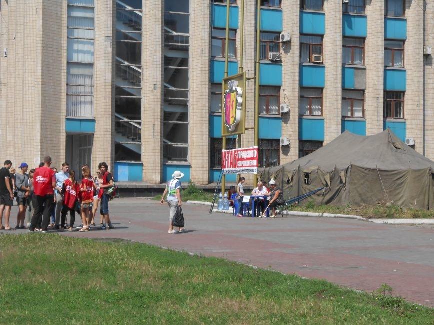 На митинге возле горсовета Днепродзержинска не обошлось без происшествий (фото) - фото 6
