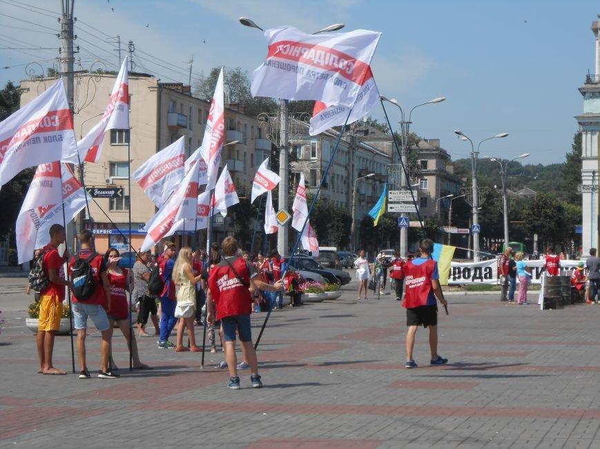 На митинге возле горсовета Днепродзержинска не обошлось без происшествий (фото) - фото 4