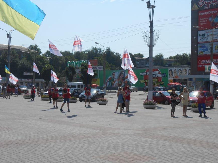 На митинге возле горсовета Днепродзержинска не обошлось без происшествий (фото) - фото 3