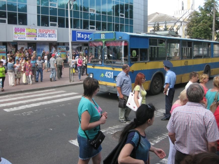 Торговцы с Центрального рынка на час перекрыли главную дорогу Чернигова, фото-1