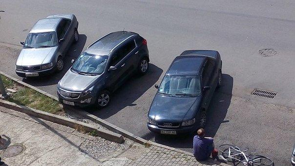 У центрі міста водій Ауді збив велосипедиста (ФОТО) (фото) - фото 1
