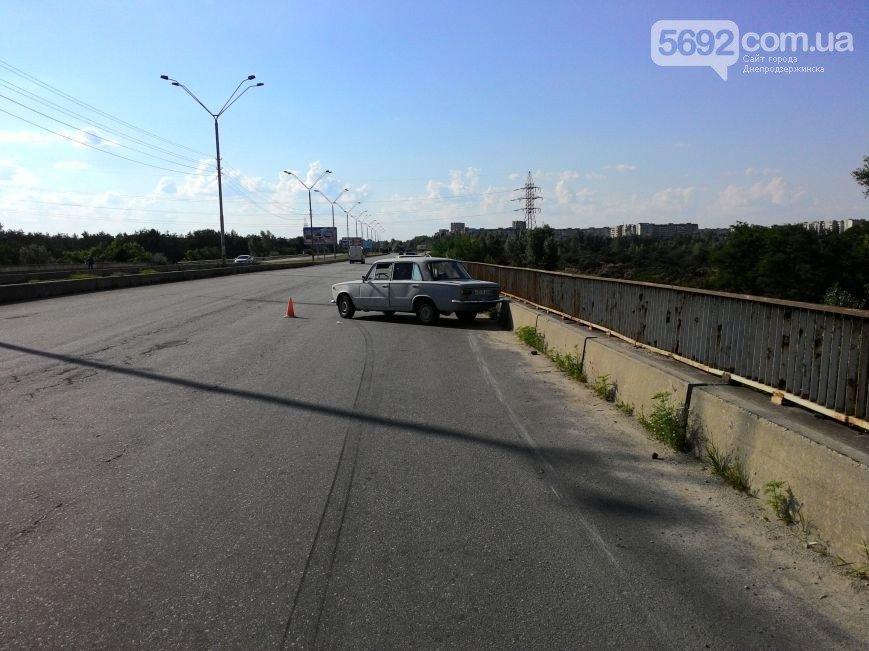 В Днепродзержинске на новом мосту сбили велосипедиста: пострадавшего забрала «скорая» (фото) - фото 4