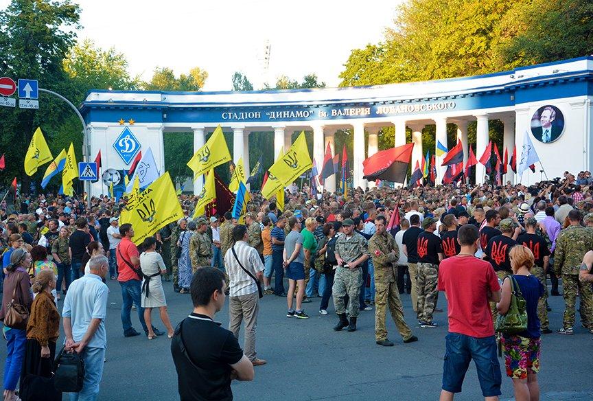 В Киеве добровольцы требовали объявить России войну (ФОТОРЕПОРТАЖ) (фото) - фото 5