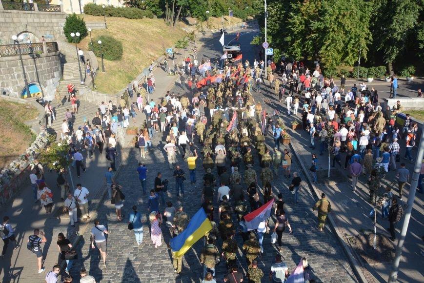 В Киеве добровольцы требовали объявить России войну (ФОТОРЕПОРТАЖ) (фото) - фото 1