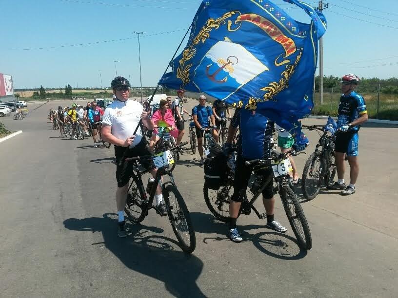 Мариупольские велолюбители благополучно достигли Бердянска (Фотофакт) (фото) - фото 3