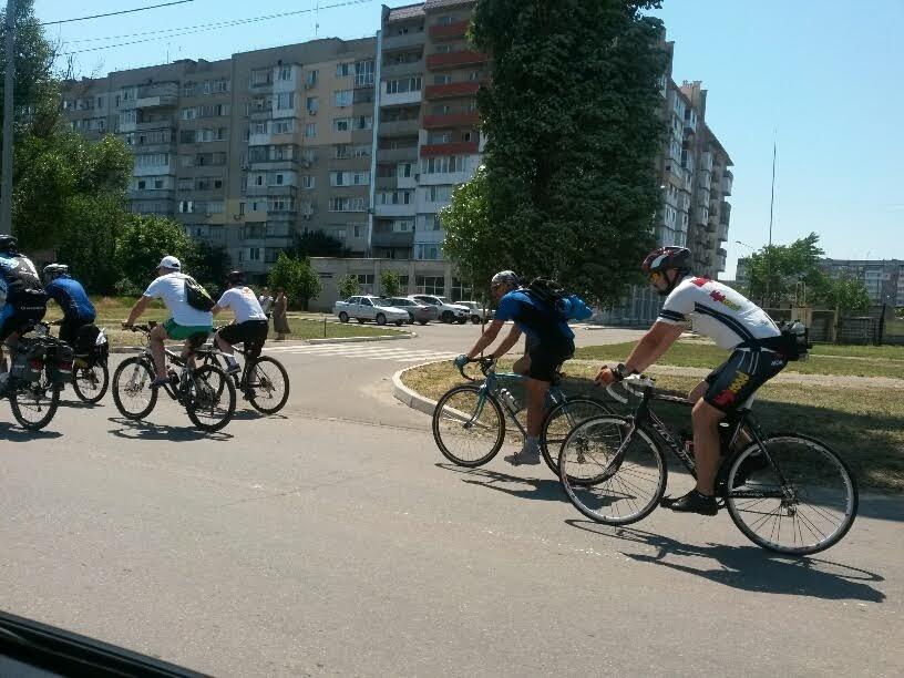 Мариупольские велолюбители благополучно достигли Бердянска (Фотофакт) (фото) - фото 2