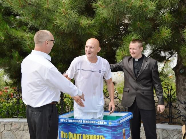 В Днепропетровске крестился и венчался осужденный к пожизненному лишению свободы (фото) - фото 1