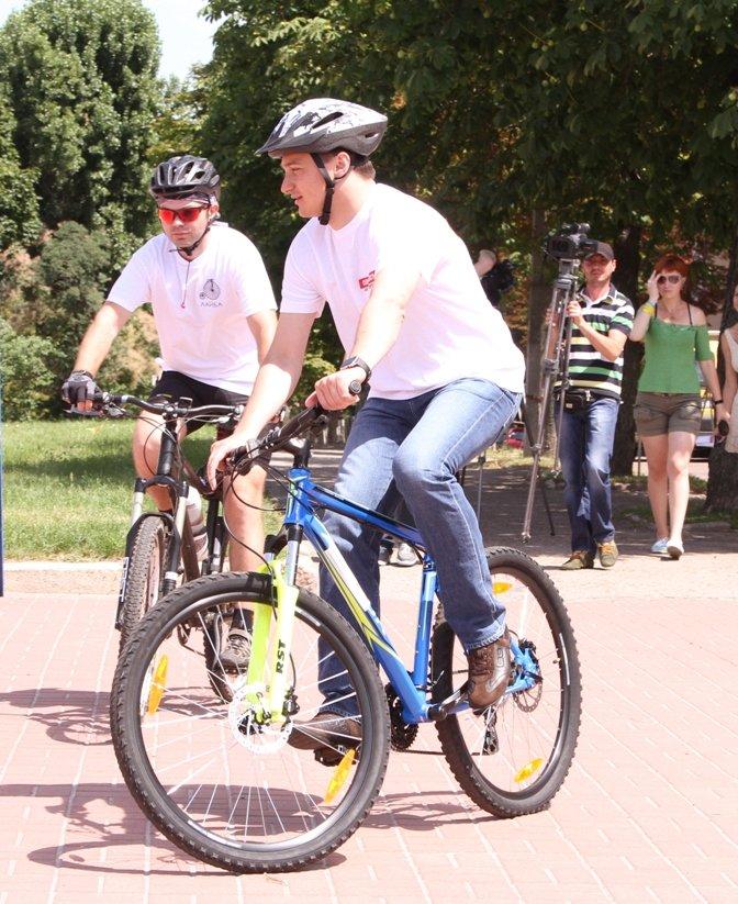 13-километровый велопробег по улицам города преодолели велолюбители Чернигова вместе с Сергеем Березенко, фото-2
