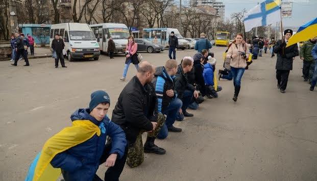 Рік АТО: як Україна дякує своїм військовим за героїзм і відвагу (ФОТО+ВІДЕО) (фото) - фото 4