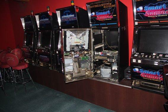 Подпольное казино в Чернигове работало в «заброшенном» помещении в центре города (фото) - фото 1