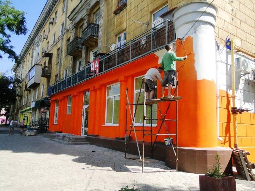 Мариупольские архитекторы возмущены цветом фасада на центральном проспекте Левобережья (Фотофакт), фото-2