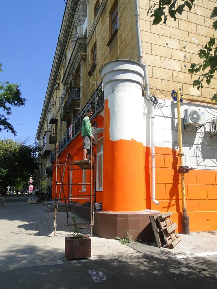 Мариупольские архитекторы возмущены цветом фасада на центральном проспекте Левобережья (Фотофакт), фото-1