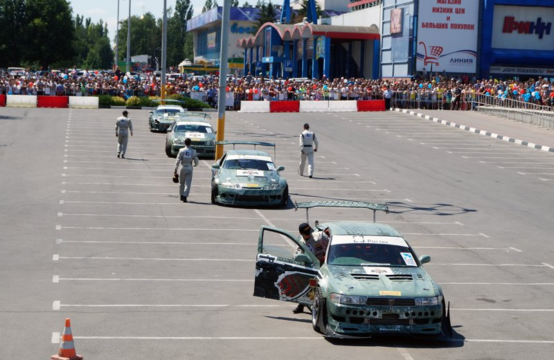 В Белгороде устроили дрифт-шоу «Спасибо за победу» (фото) - фото 1