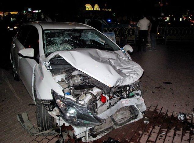 В Киеве столкнулись Range Rover и Toyota Auris, трое пострадавших (ФОТО) (фото) - фото 1
