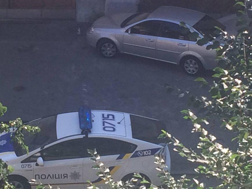 В Киеве патрульные полицейские вежливо угомонили шумных милиционеров (ФОТО) (фото) - фото 1