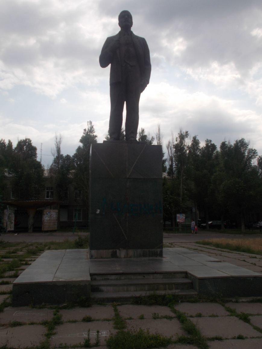 В Бердянске вновь пострадал «вождь мирового пролетариата» (фото) - фото 2