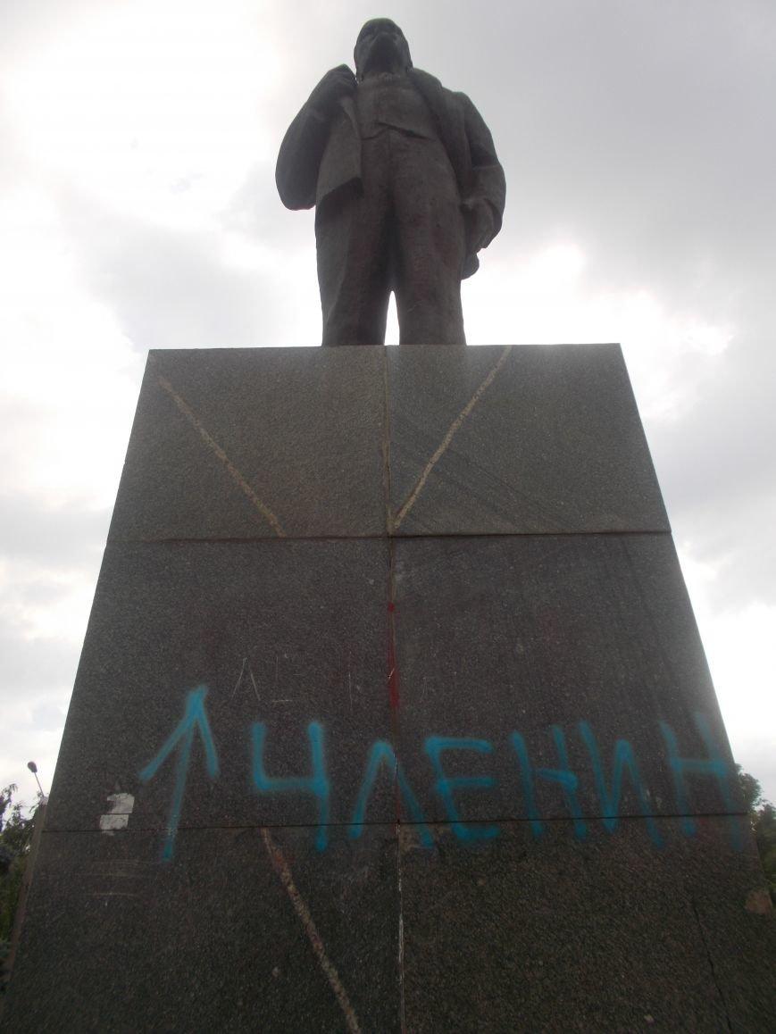 В Бердянске вновь пострадал «вождь мирового пролетариата» (фото) - фото 1