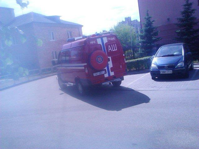 На ул. Советских пограничников спасатели достали из горящей квартиры мужчину (фото) - фото 2