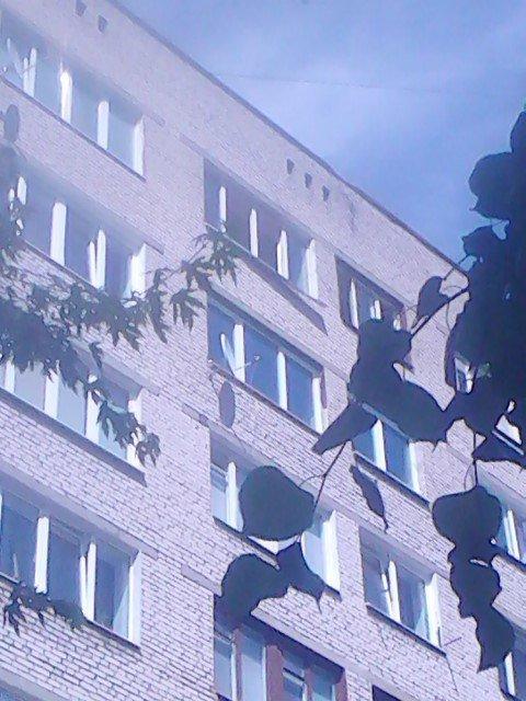 На ул. Советских пограничников спасатели достали из горящей квартиры мужчину (фото) - фото 3