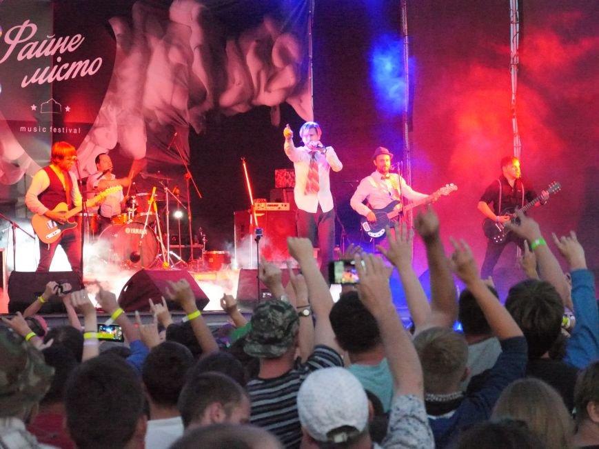 Сотні наметів, тисячі шанувальників рок-музики: у Тернополі завершився фестиваль «Файне місто» (ФОТОРЕПОРТАЖ) (фото) - фото 3