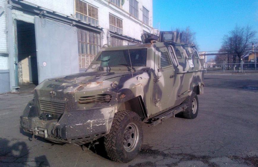 З Полтавщини в зону АТО направили відновлений броньовик (фото) - фото 1