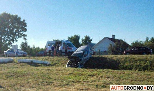 В Вертелишках рейсовый автобус столкнулся с легковым автомобилем (фото) - фото 2