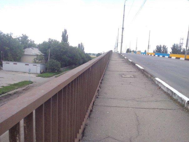 В Красноармейске будят патриотизм, приводя в порядок Димитровский мост (фото) - фото 2
