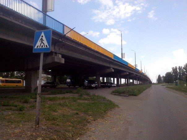 В Красноармейске будят патриотизм, приводя в порядок Димитровский мост (фото) - фото 1