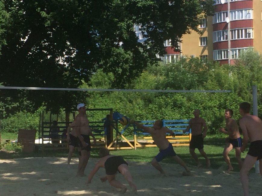 В Сумах на «Поляне» прошел турнир по любительскому пляжному волейболу (ФОТООТЧЕТ) (фото) - фото 1