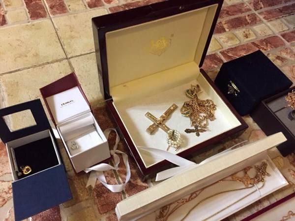У топ-чиновников прокуратуры изъяли около 0 тыс., драгоценности и оружие (фото) - фото 13