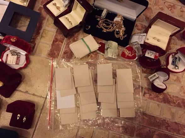 У топ-чиновников прокуратуры изъяли около 0 тыс., драгоценности и оружие (фото) - фото 6