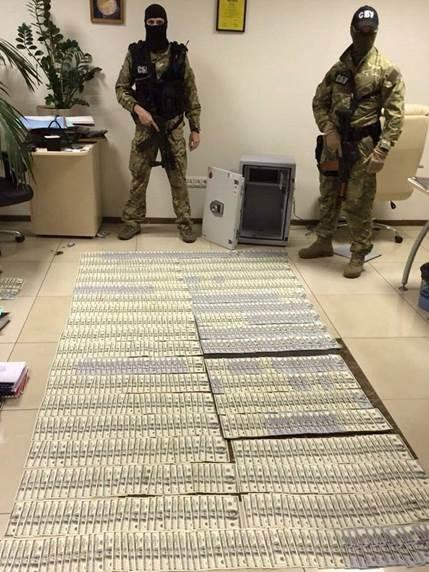 У топ-чиновников прокуратуры изъяли около 0 тыс., драгоценности и оружие (фото) - фото 4