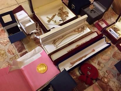 У топ-чиновников прокуратуры изъяли около 0 тыс., драгоценности и оружие (фото) - фото 10
