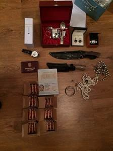 У топ-чиновников прокуратуры изъяли около 0 тыс., драгоценности и оружие (фото) - фото 2