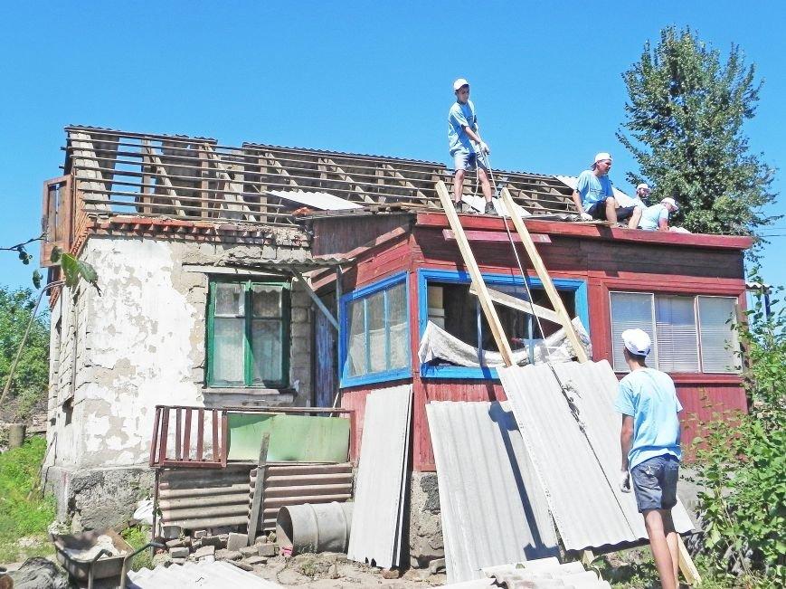 «Відродження» помогает восстанавливать Волосское после торнадо (фото) - фото 1