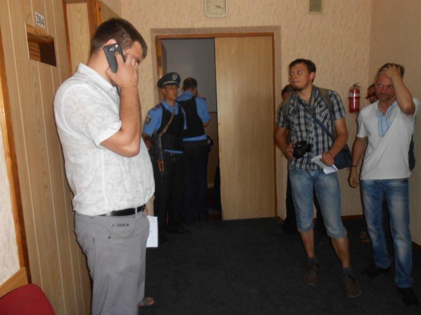 В Днепродзержинске решается вопрос законности действия повышенных тарифов на проезд (фото) - фото 1