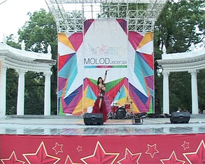 Армавир отметил День молодежи праздничным концертом (фото) - фото 1